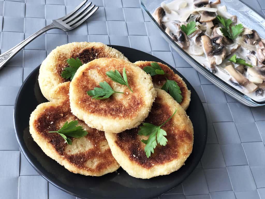 Kotleciki ziemniaczane w sosie pieczarkowym - gotowe danie