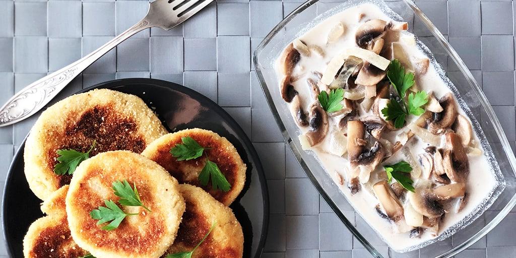 Kotleciki ziemniaczane w sosie pieczarkowym - propozycja przygotowania