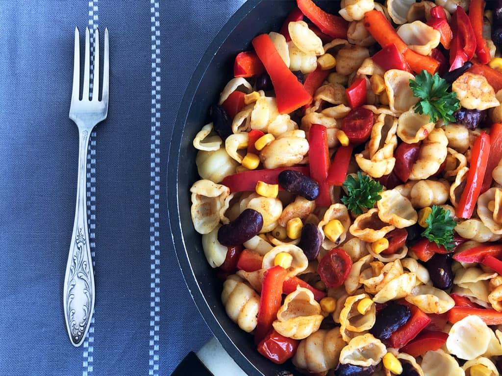 Makaron smażony z warzywami - gotowe danie