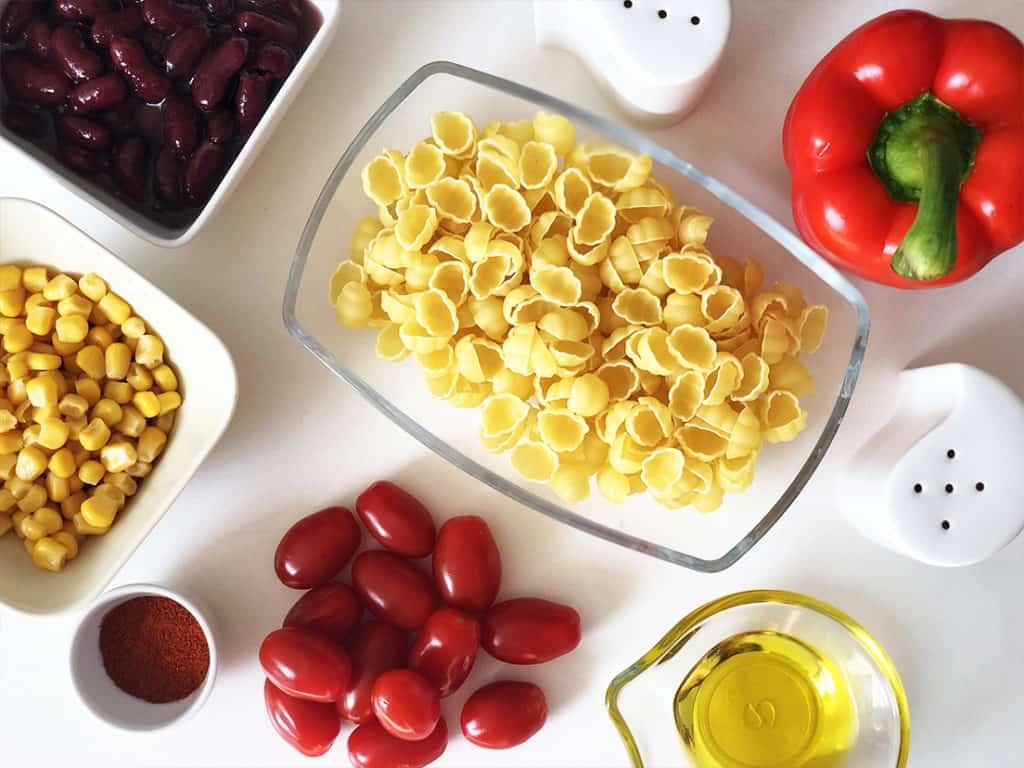 Makaron smażony z warzywami - składniki przed przygotowaniem