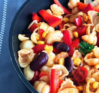 Makaron smażony z warzywami