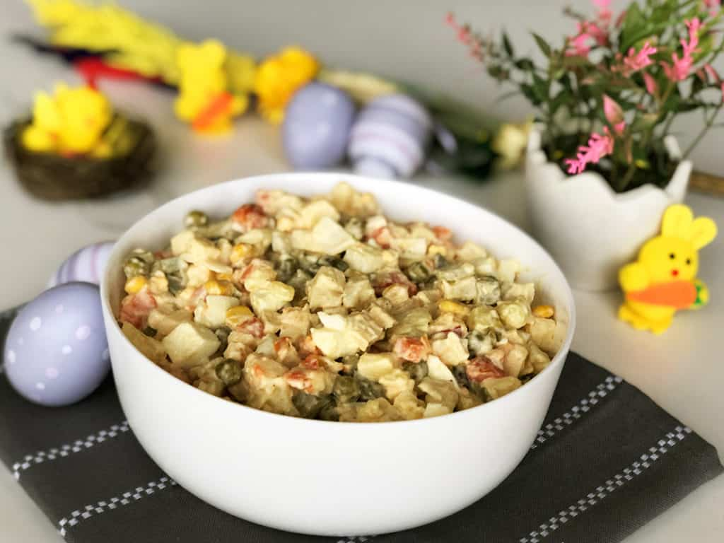 Wielkanocna sałatka jarzynowa - gotowe danie
