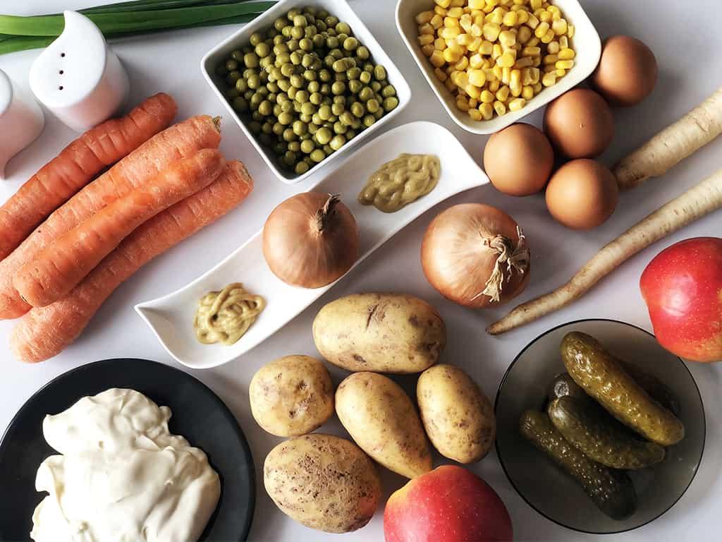 Wielkanocna sałatka jarzynowa - składniki przed przygotowaniem