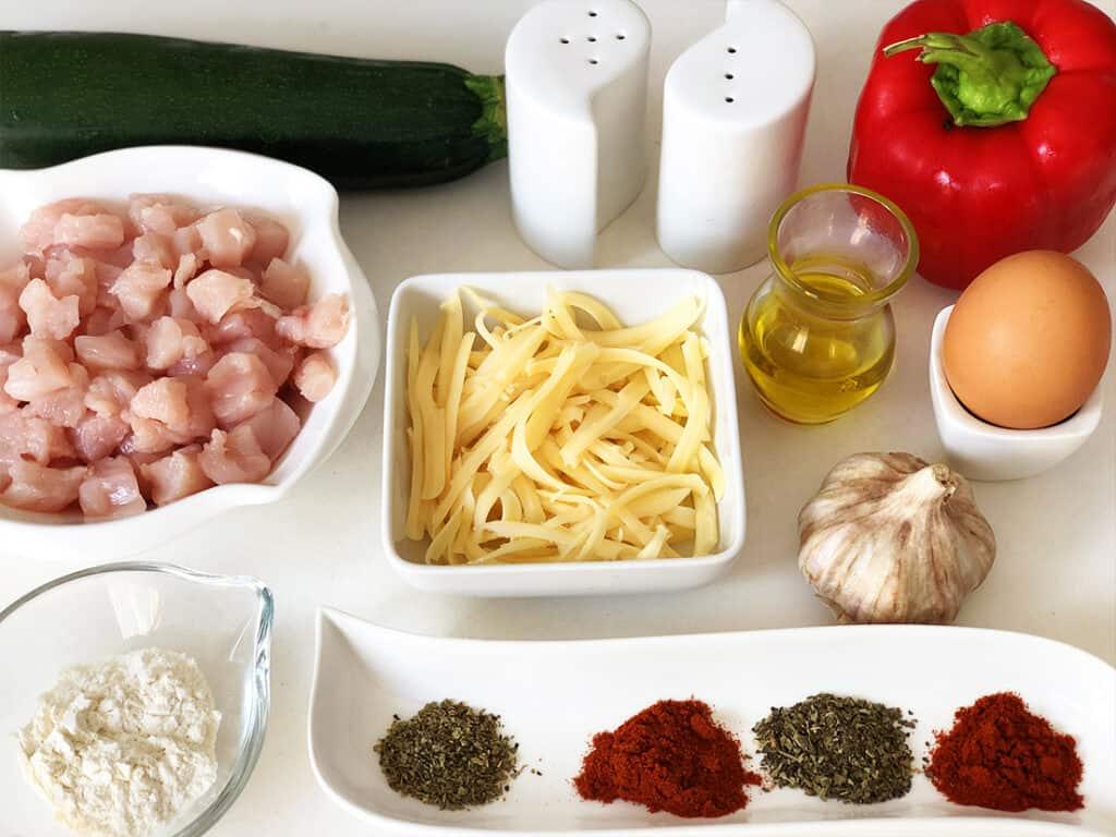 Siekane kotlety z kurczaka i cukinii - składniki przed przygotowaniem