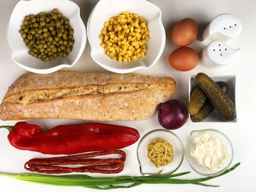 Sałatka warzywna na bagietce - składniki przed przygotowaniem