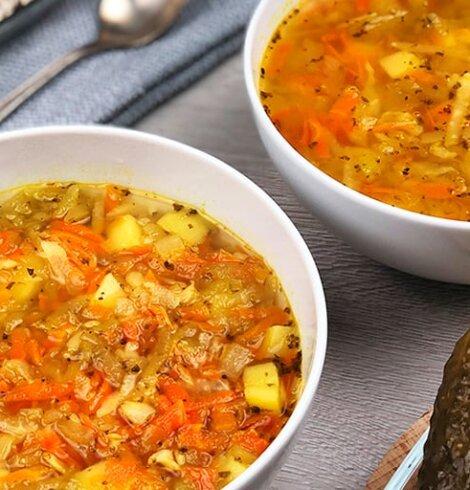 Zupa ogórkowa z kaszą pęczak