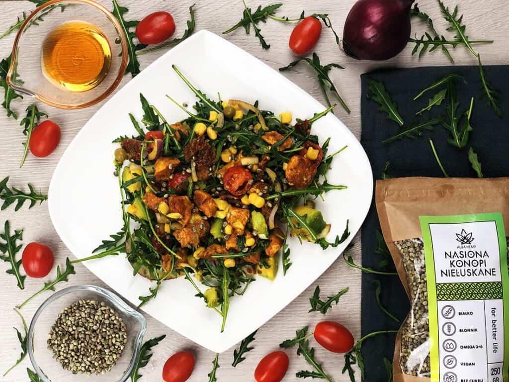 Sałatka z kurczakiem i awokado - gotowe danie