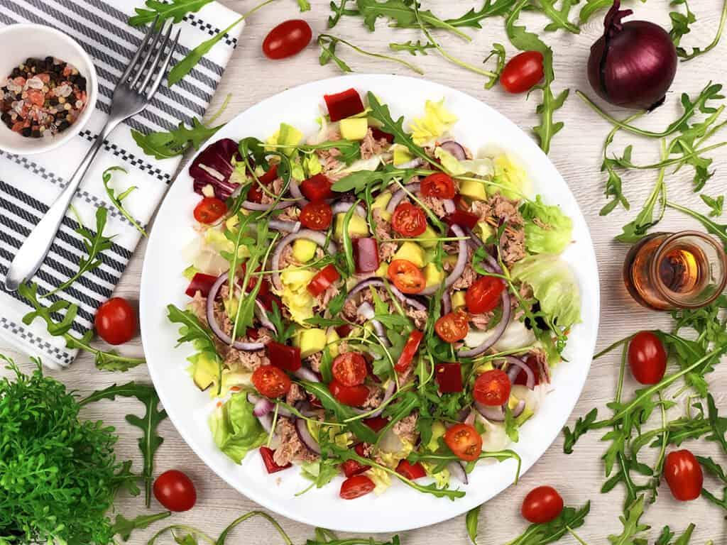 Sałatka z tuńczykiem - gotowe danie