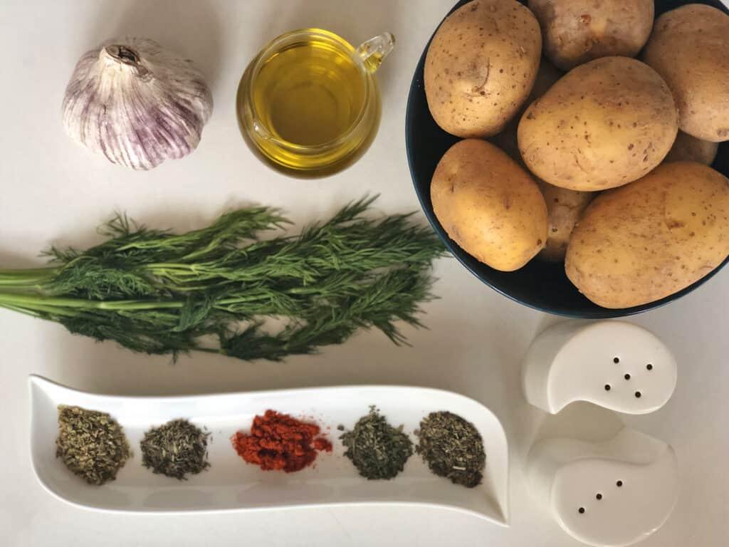 Smażone ziemniaki - składniki przed przygotowaniem