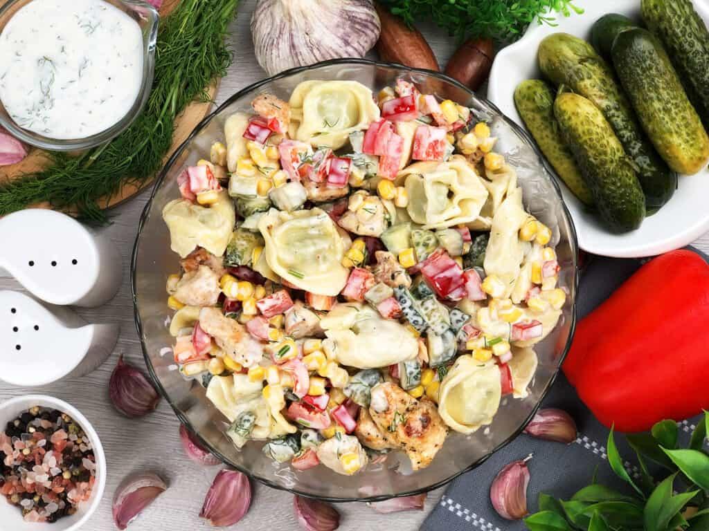 Sałatka z kurczakiem i tortellini - gotowe danie