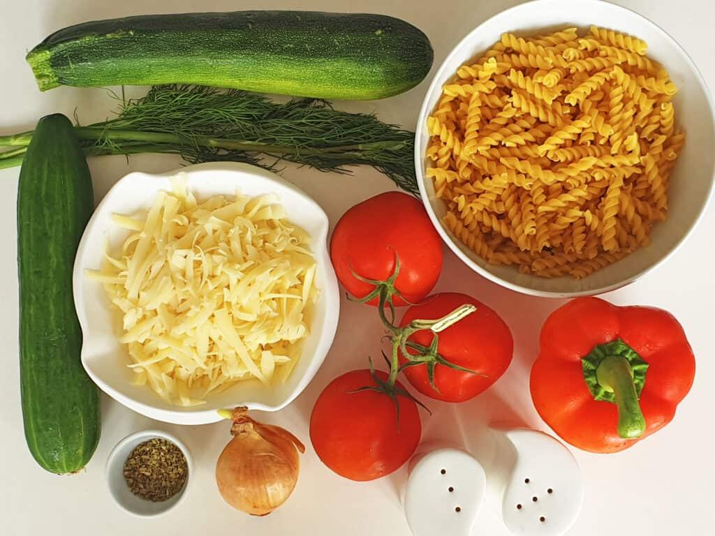 Zapiekanka makaronowa z warzywami - składniki przed przygotowaniem