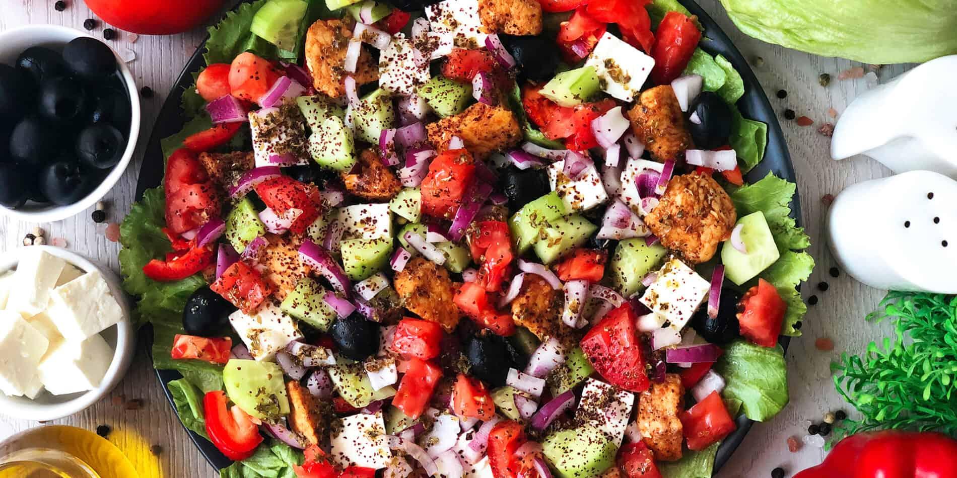 Sałatka grecka z kurczakiem - propozycja przygotowania
